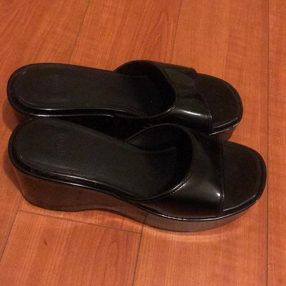 urban outfitters black platform sandals